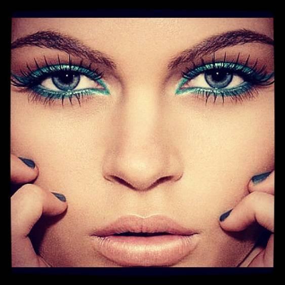 Turkusowy makijaż oczu (Pinterest.com)
