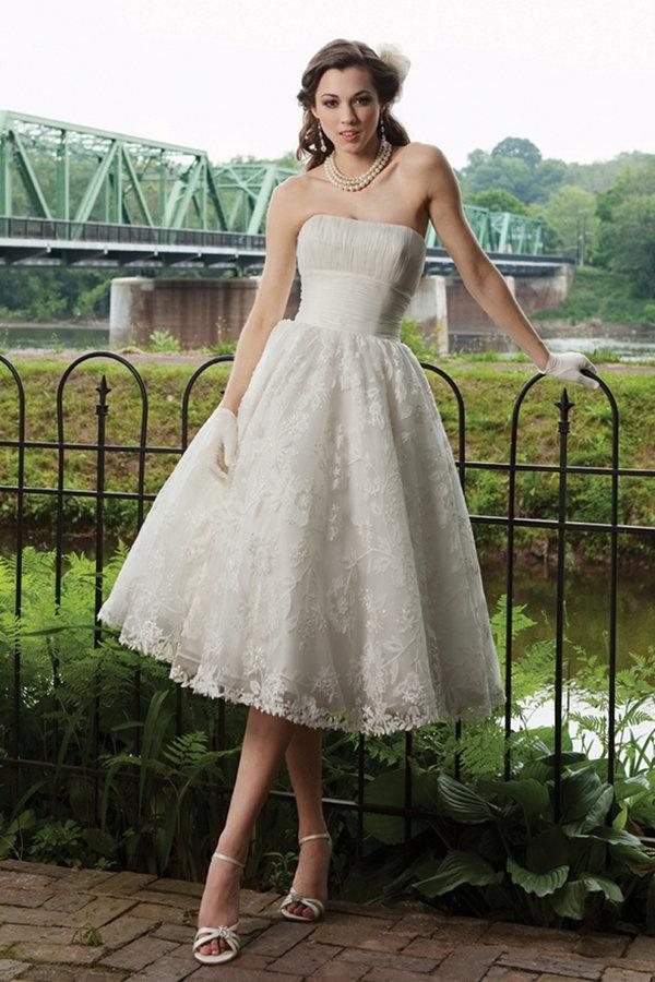 Suknia ślubna w stylu lat 50-tych z koronkowym dołem (źródło: pinterest.com)