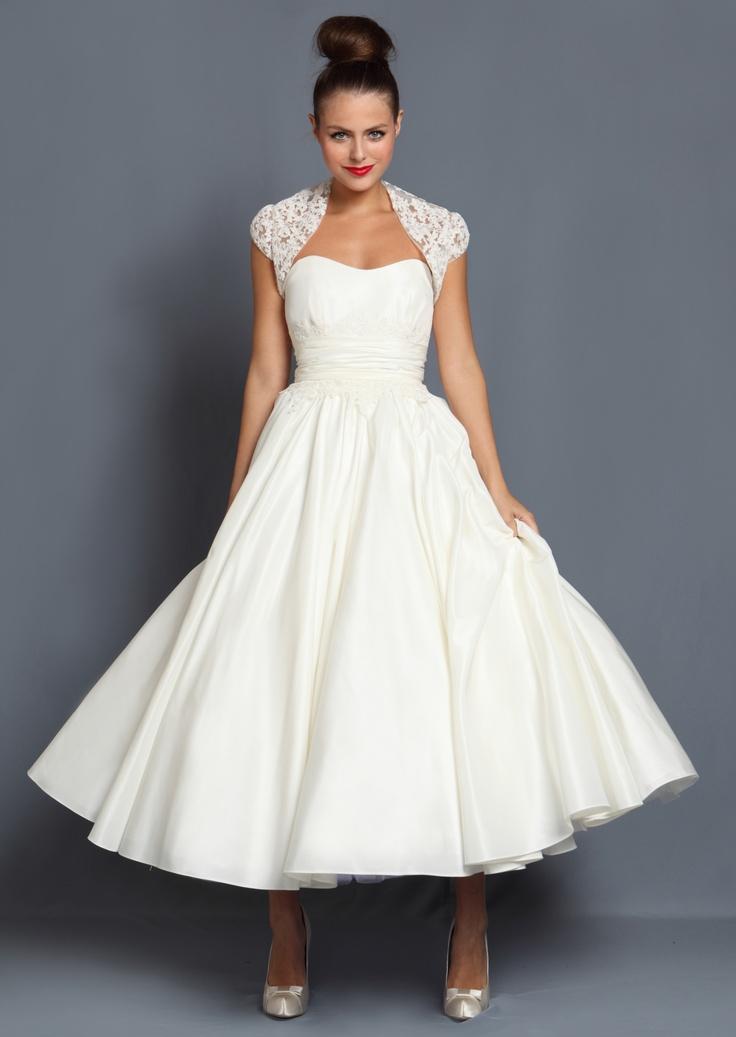 Suknia ślubna w stylu lat 50-tych w nowoczesnym minimalistycznym wydaniu (źródło: pinterest.com)