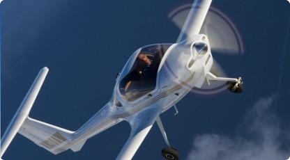 Prezent dla niego - lot samolotem (źródło: katalogmarzen.pl)