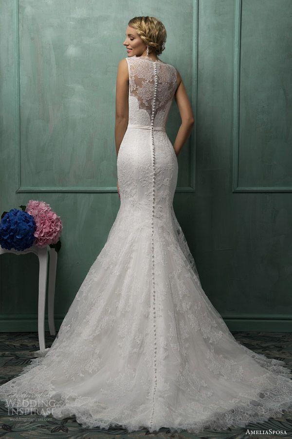 Suknia zdobiona koronkowym dekoltem z tyłu (źródło: pinterest)