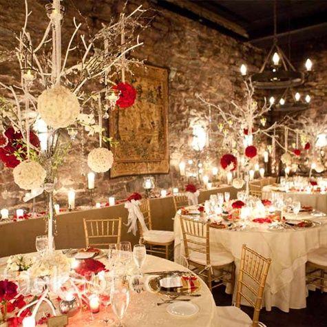 Czerwone akcenty dekoracyjne przywołają na myśl aurę świąt (źródło: pinterest)