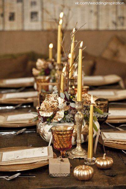 Stół cały skąpany w złocie nigdy nie jest przesadą, zwłaszcza w sezonie zimowym (źródło: pinterest)