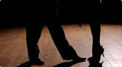 Nauka tańca towarzyskiego (źródło: katalogmarzen.pl)