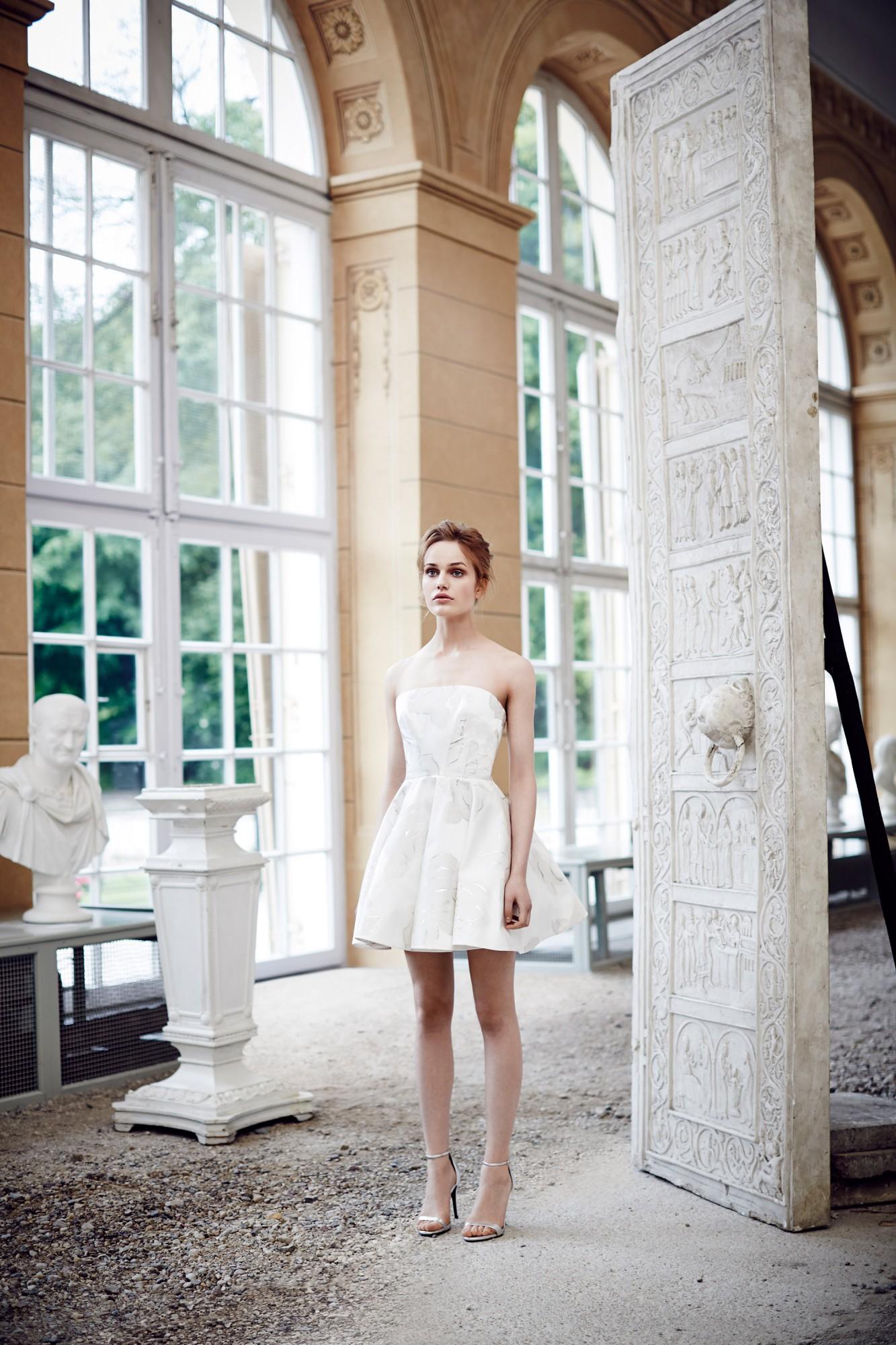 Suknia ślubna La Mania White (źródło: www.lamania.eu)