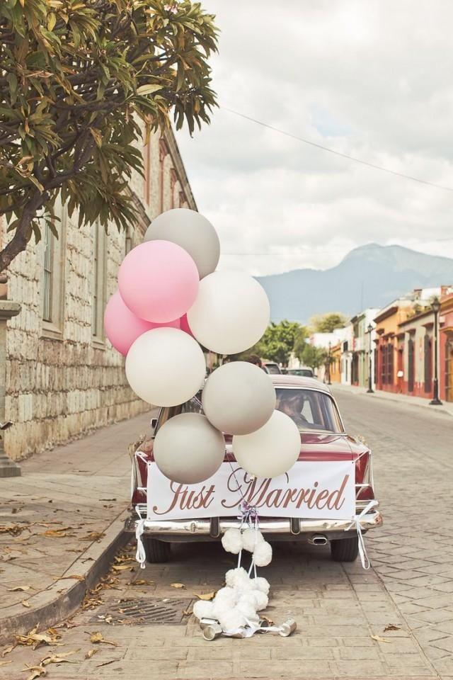dekoracja samochodu balonami