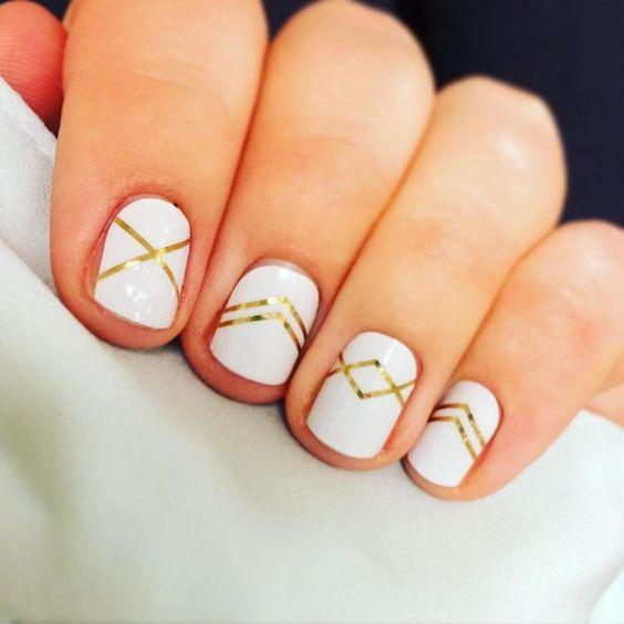 ślubny manicure - złote paski w różnych konfiguracjach