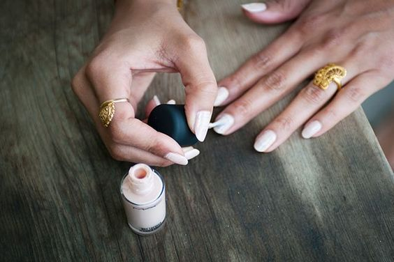 domowy manicure - malowanie paznokci