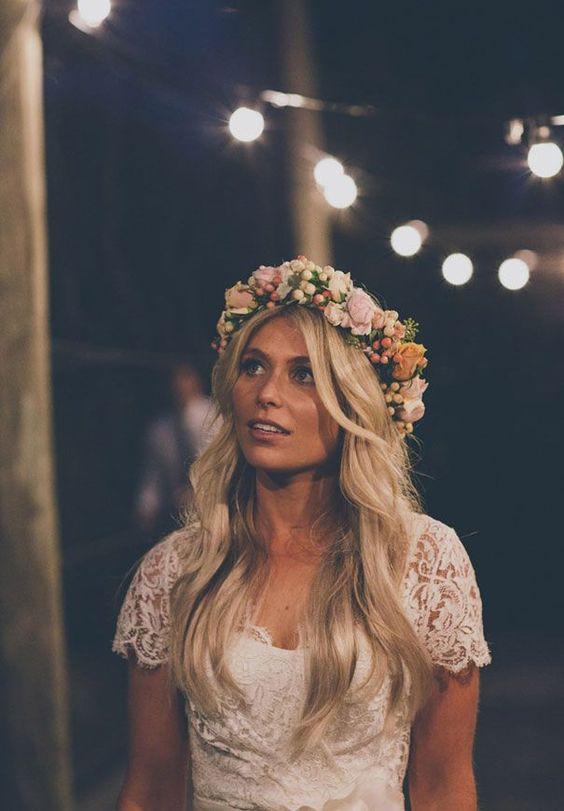 trendy ślubne - stylizacja w stylu boho, ceremonia i wesele na świeżym powietrzu oraz kwiaty we włosach