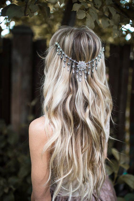 trendy ślubne - biżuteria we włosach w stylu boho