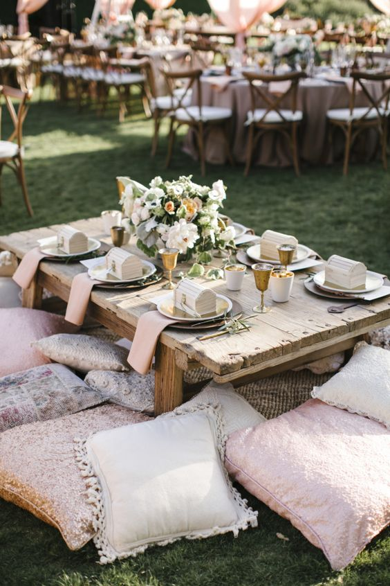 dekoracje weselne w stylu boho na świeżym powietrzu