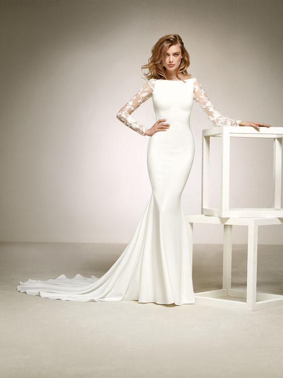 suknia ślubna z koronkowymi rękawami