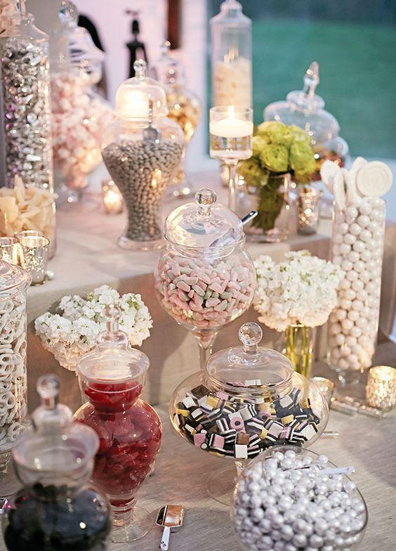 słodki kącik na przyjęciu weselnym