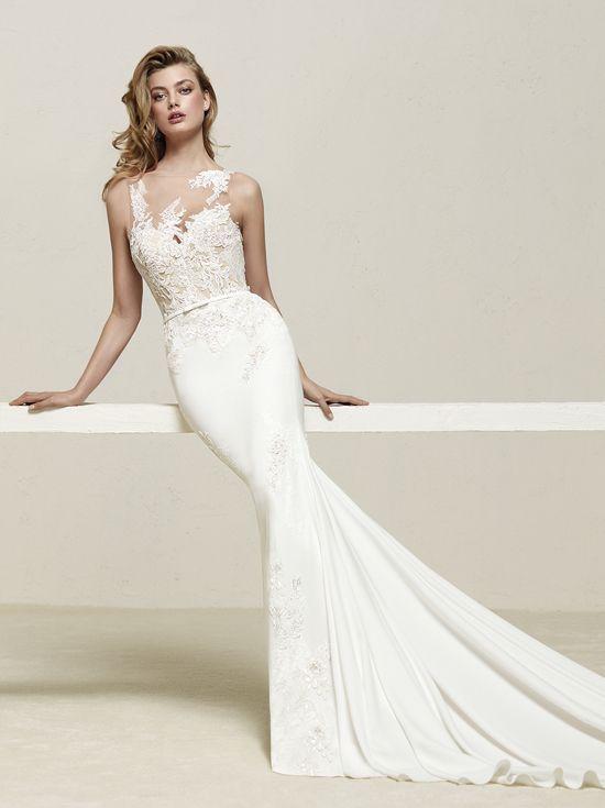 suknia ślubna z trenempronovias