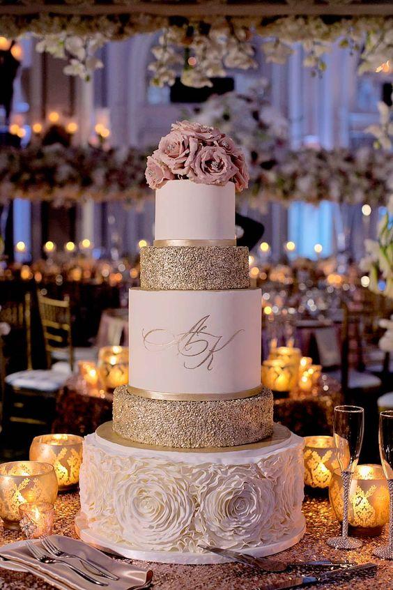 różowy tort weselny